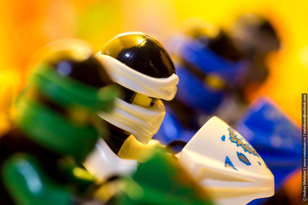 белый ниндзя лего ниндзяго среди своих друзей