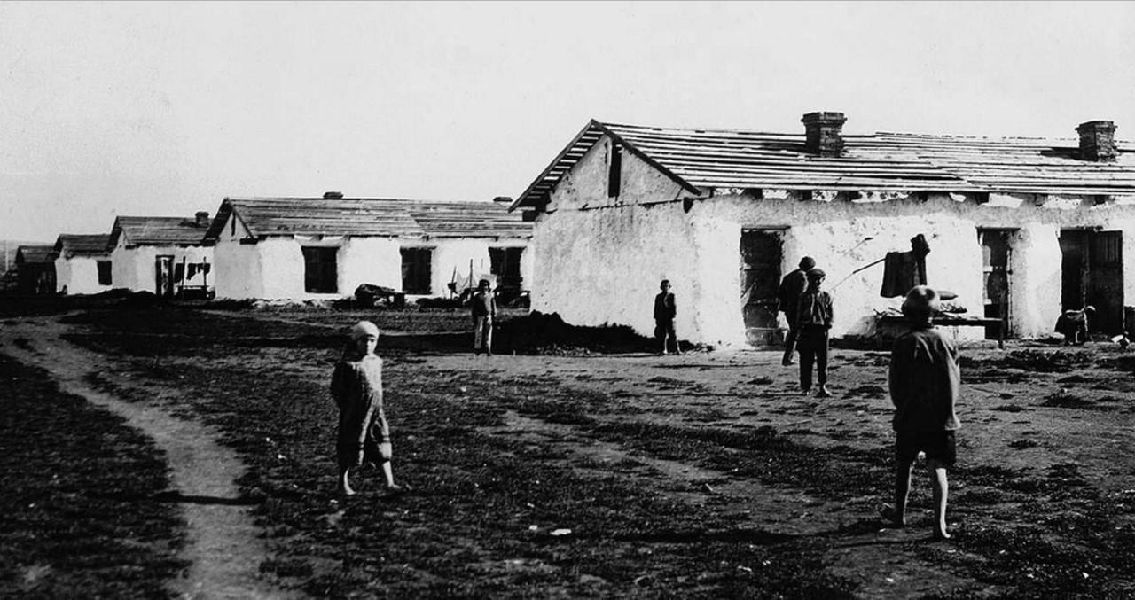 Спецпоселок Центральный. Бараки спецпереселенцев. Первые бараки на Магнитострое появились в 1929 - 37 зимних, 15 летних