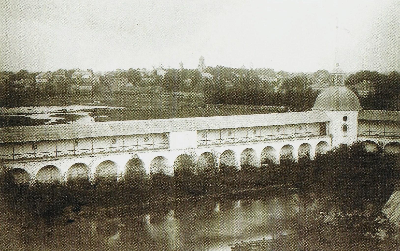 Стена-ограда монастыря