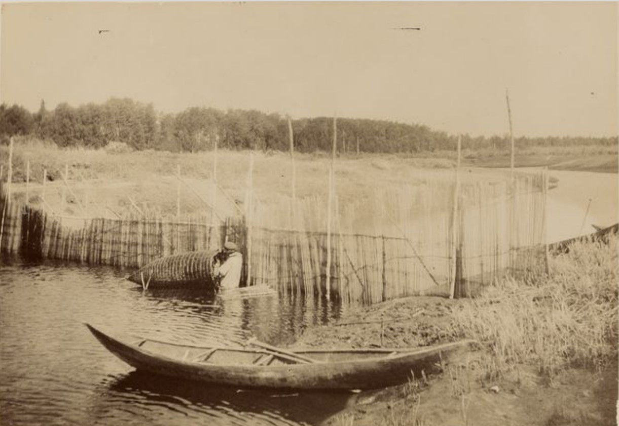 Рыбак за работой на Васюгане