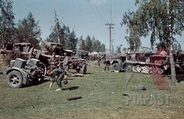 stock-photo-captured-russian-artillery-cannons-and-destroyed-german-half-track-3rd-panzer-division-beresina-1941-12272.jpg
