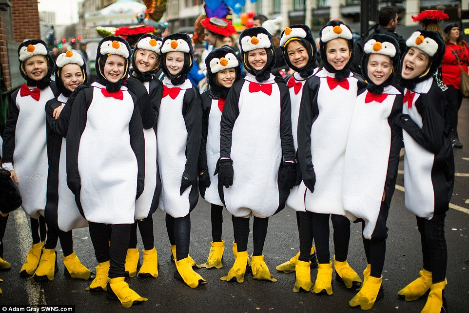 Ежегодный парад в Лондоне и купание в Северном море