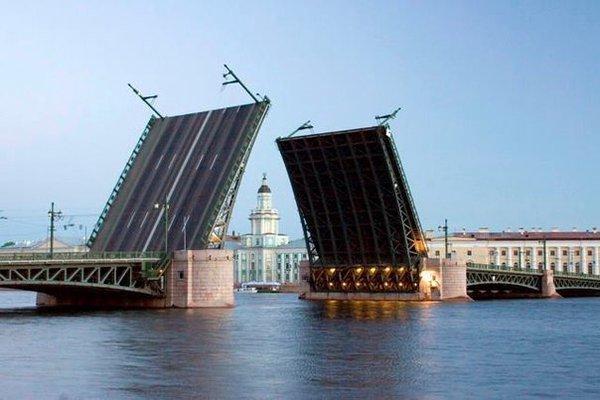 Открытки. С днем работников морского и речного флота. Перед вами поднимают все мосты