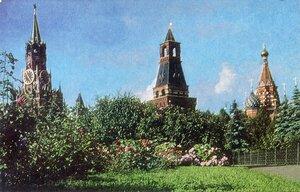 Москва. Кремлёвский сквер. Фото А. Хоменко. Советский художник, Москва, 1968, 100 тыс.jpg