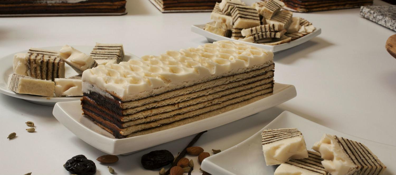 Винартерта. Это слоеный тортик с черносливом, получивший большую популярность в Исландии. Можно встр