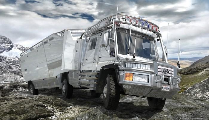 Этот грузовик считается идеальным домом на колесах. Он оснащен несколькими топливными баками, общая