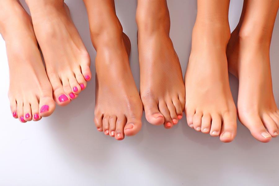 18 Вылечить грибок на ногах. Легкие грибковые инфекции, такие как перхоть, безусловно, неприятны. Бе