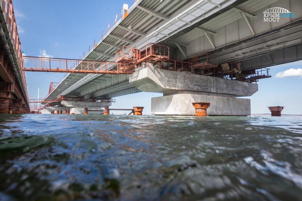 8. Строительство опоры моста в Керчь-Еникальском канале. Кликабельно: