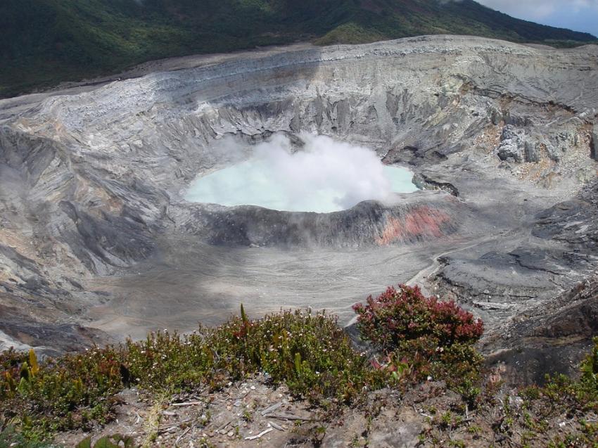 Ученые отыскали вАнтарктиде огромный кратер отметеорита