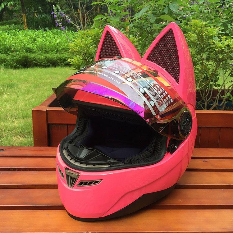 Женский мотошлем кошка