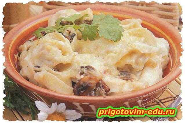 Пельмени, томленные в горшочке с грибами и сыром