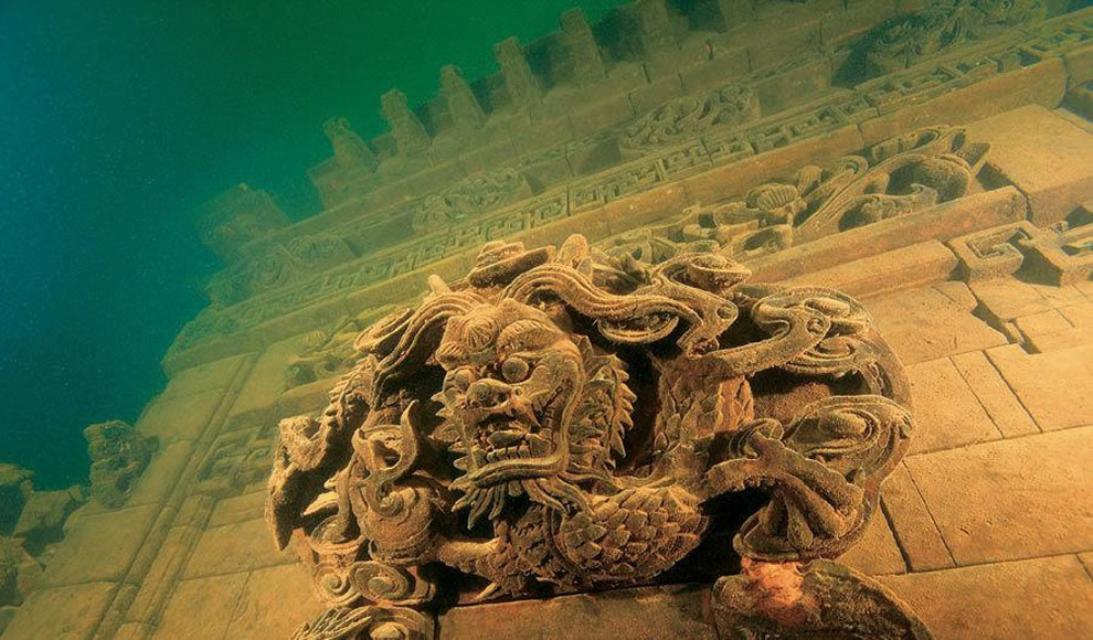 Underwater Lion City of Qiandao Lake: China's Atlantis / Photographer : Chinese National Geography