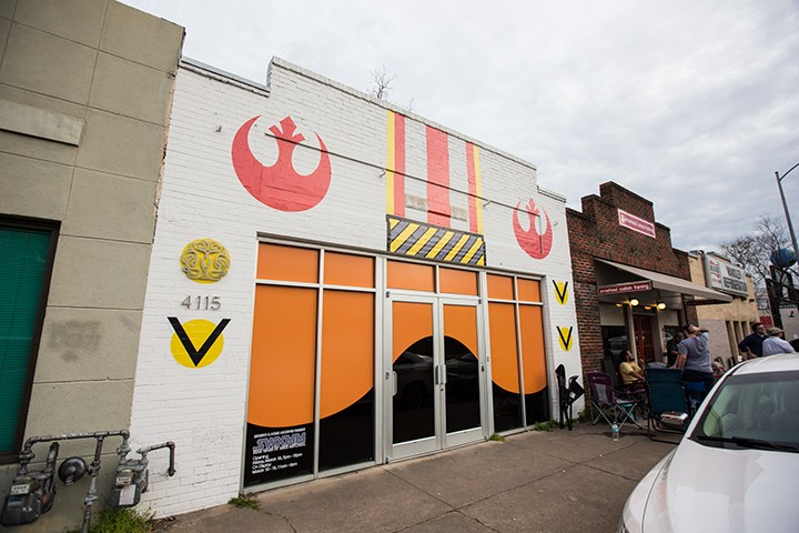 Pictures from the Star Wars art show by Mike Mitchell at the Mondo Gallery ! (53 pics)