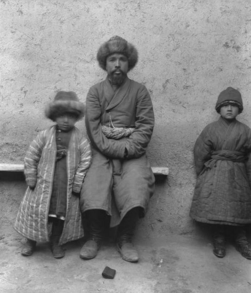 Учтурфан. Абдулкадир, аксакал, с сыном