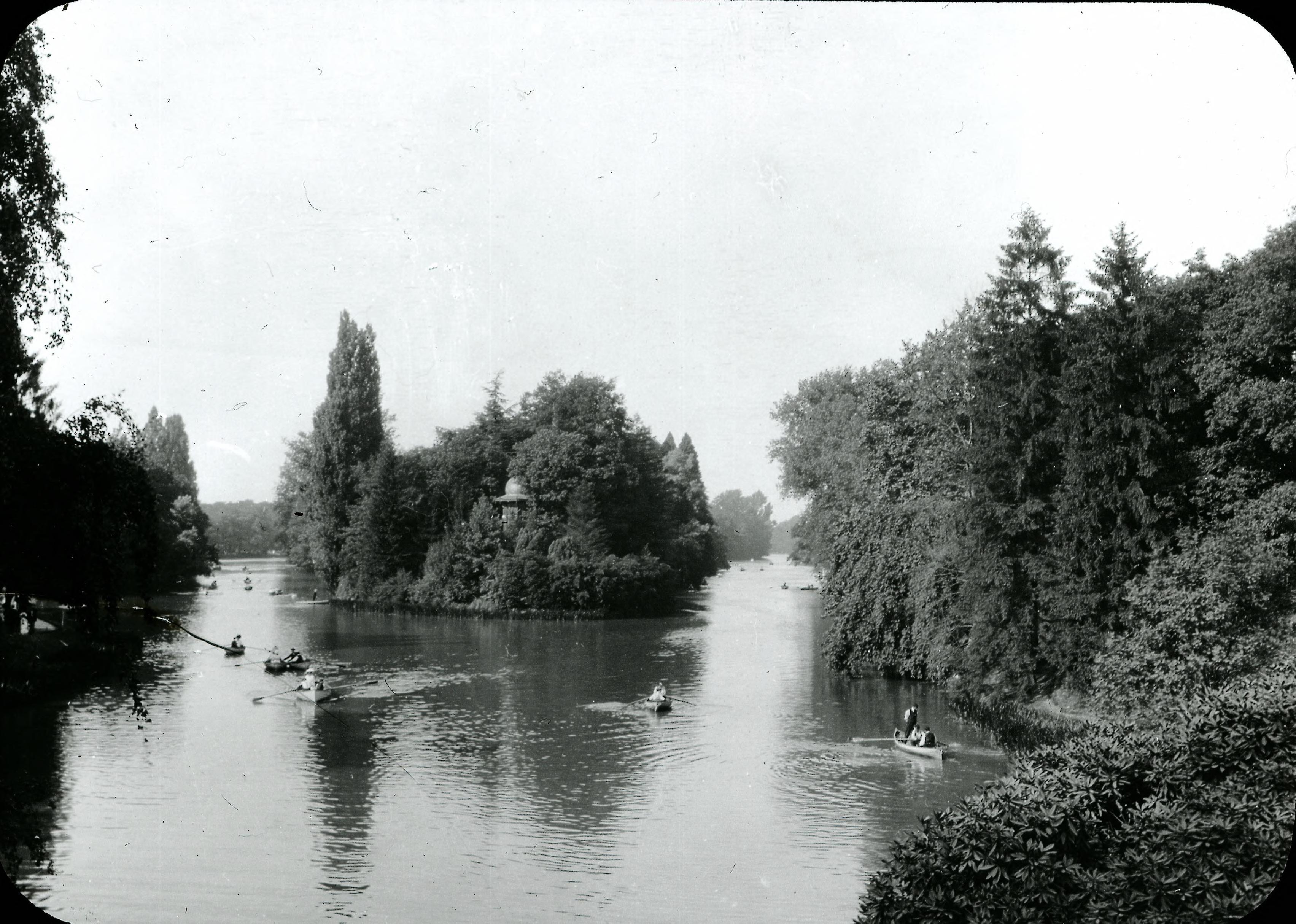 Булонский лес. Общий вид озера