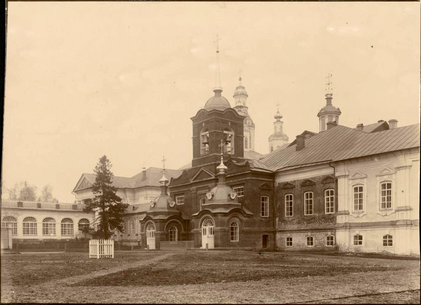 Архиерейский дворец с домовой церковью