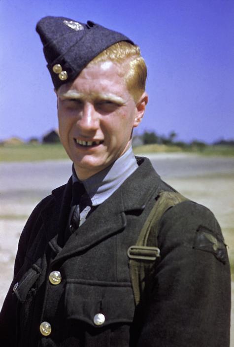 Wonderful Colour Photographs of World War II by Robert Capa (50).jpg