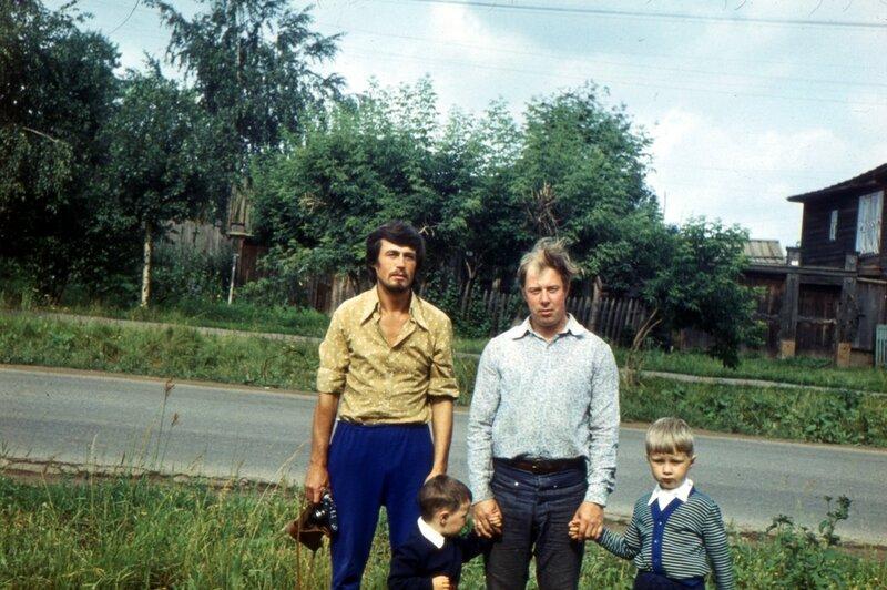 Воткинск, мб 1979 г. Чебкасов, отец, я с братом
