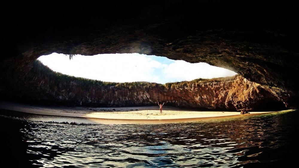 © Marieta island  «Скрытый пляж» (Playa deAmor)— тайный пляж скристально чистой водой, обил