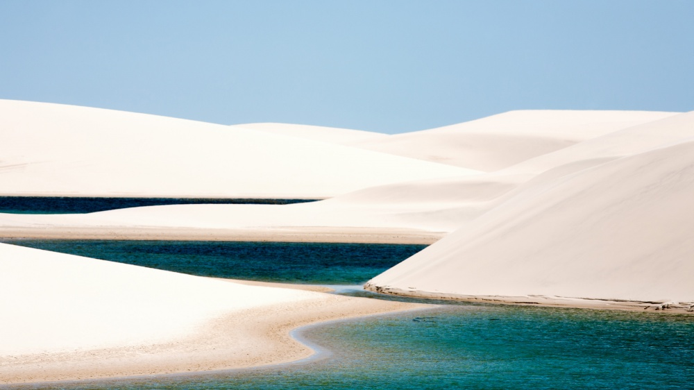 © depositphotos  Национальный парк «Ленсойс-Мараньенсис» (Lencois Maranhenses) расположен упо