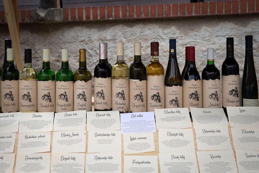 14. Местные виноделы — непременные участники таких ярмарок.