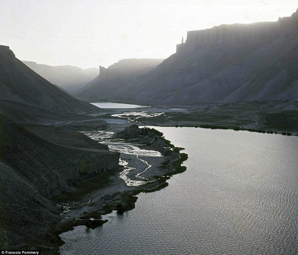 Природный парк Банди-Амир — первый в Афганистане.