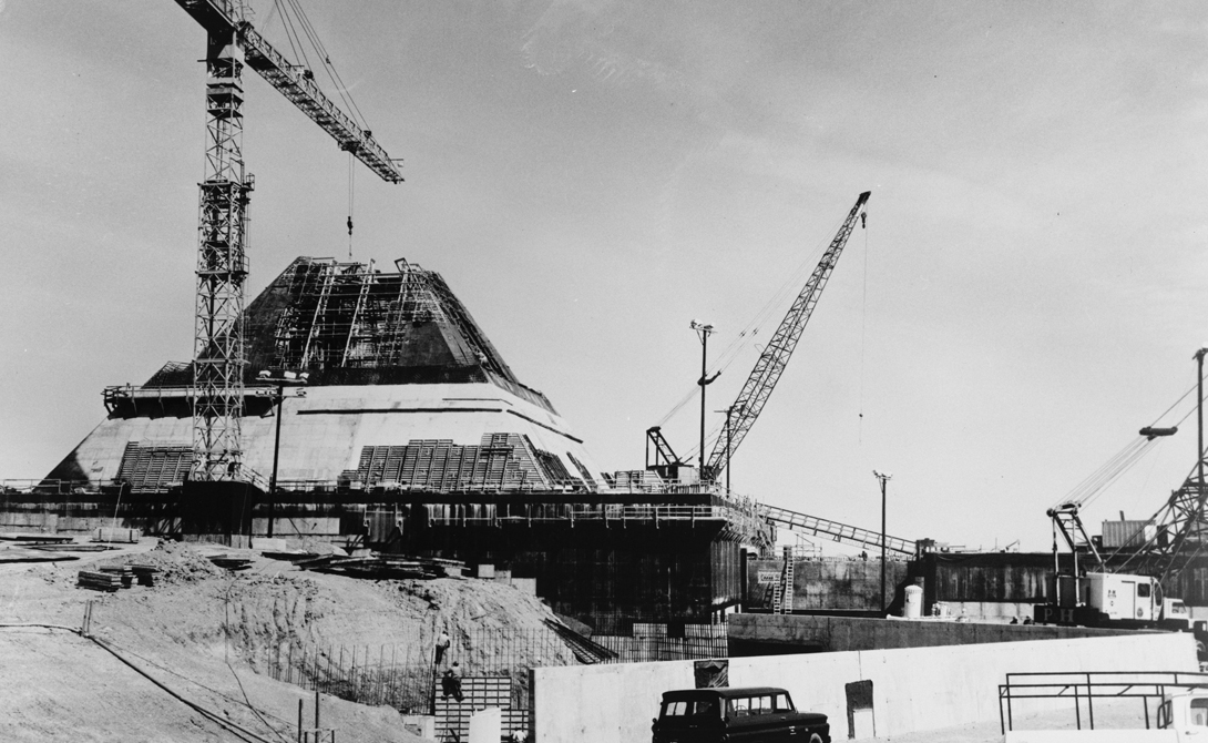 Пустая оболочка Все вооружение увезли из пирамиды в Эль-Пасо. Внутренние помещения были залиты бетон