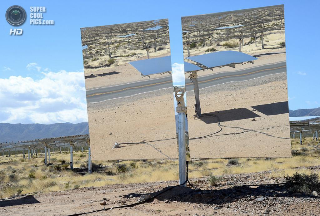 США. Сан-Бернардино, Калифорния. 27 февраля. Гелиостат крупным планом. (Ethan Miller/Getty Image