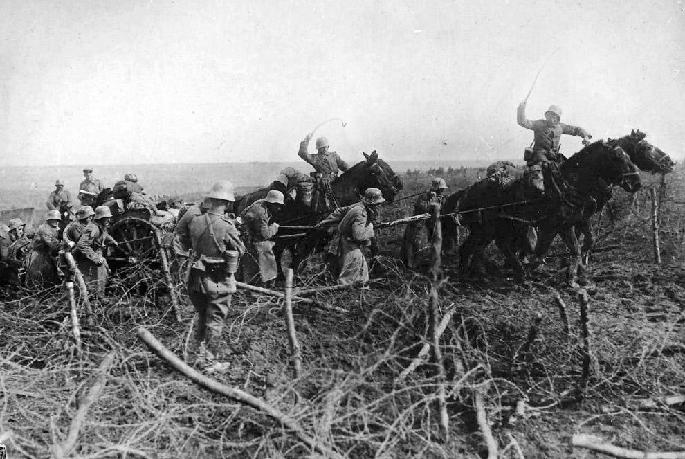 Западный фронт, снаряды на лошадях, 1916 год. (Фото Bibliotheque nationale de France):