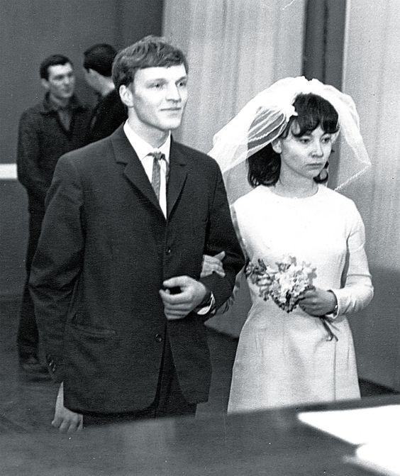 16. Свадьба Геннадия и Надежды Зюгановых в 1966 году