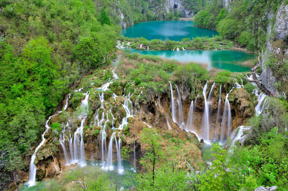 №3. Ниагарский водопад, США/Канада Ниагарский водопад расположен на реке Ниагара, которая несет