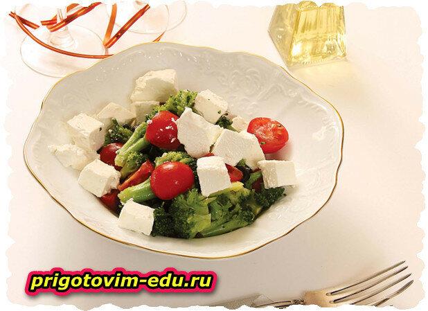Греческий салат из брокколи приготовленной в мультиварке