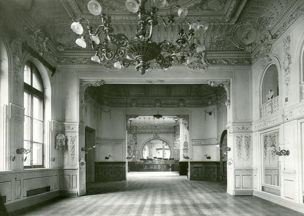 Вестибюль ресторана Палкина. Начало XX века.