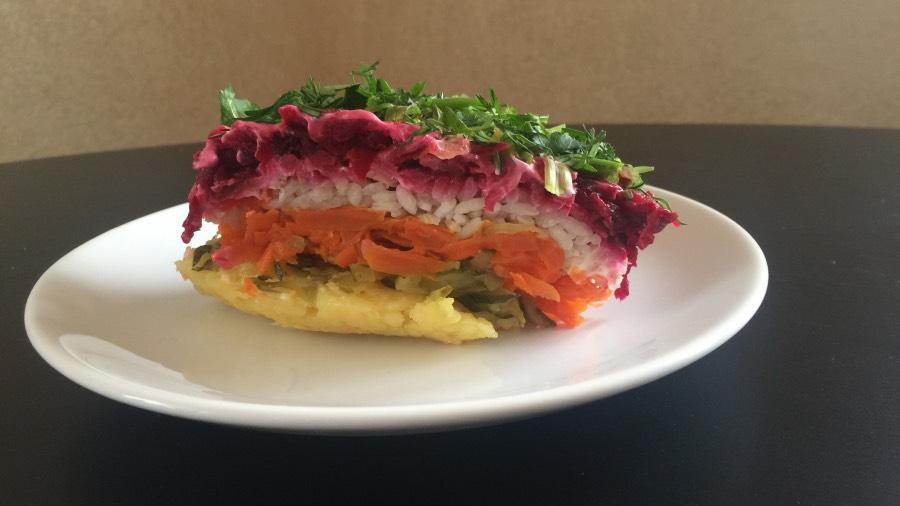 Салат слоёный с рисом
