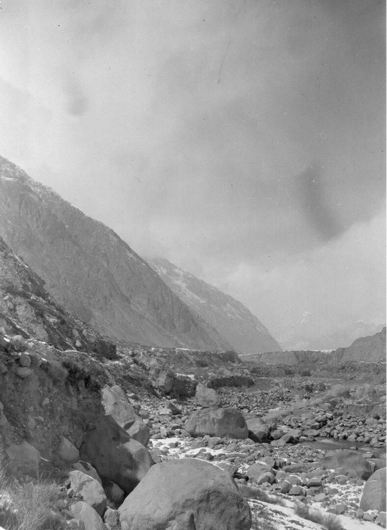 Вид на долину реки Музарт между Кона и Шахрин Янги