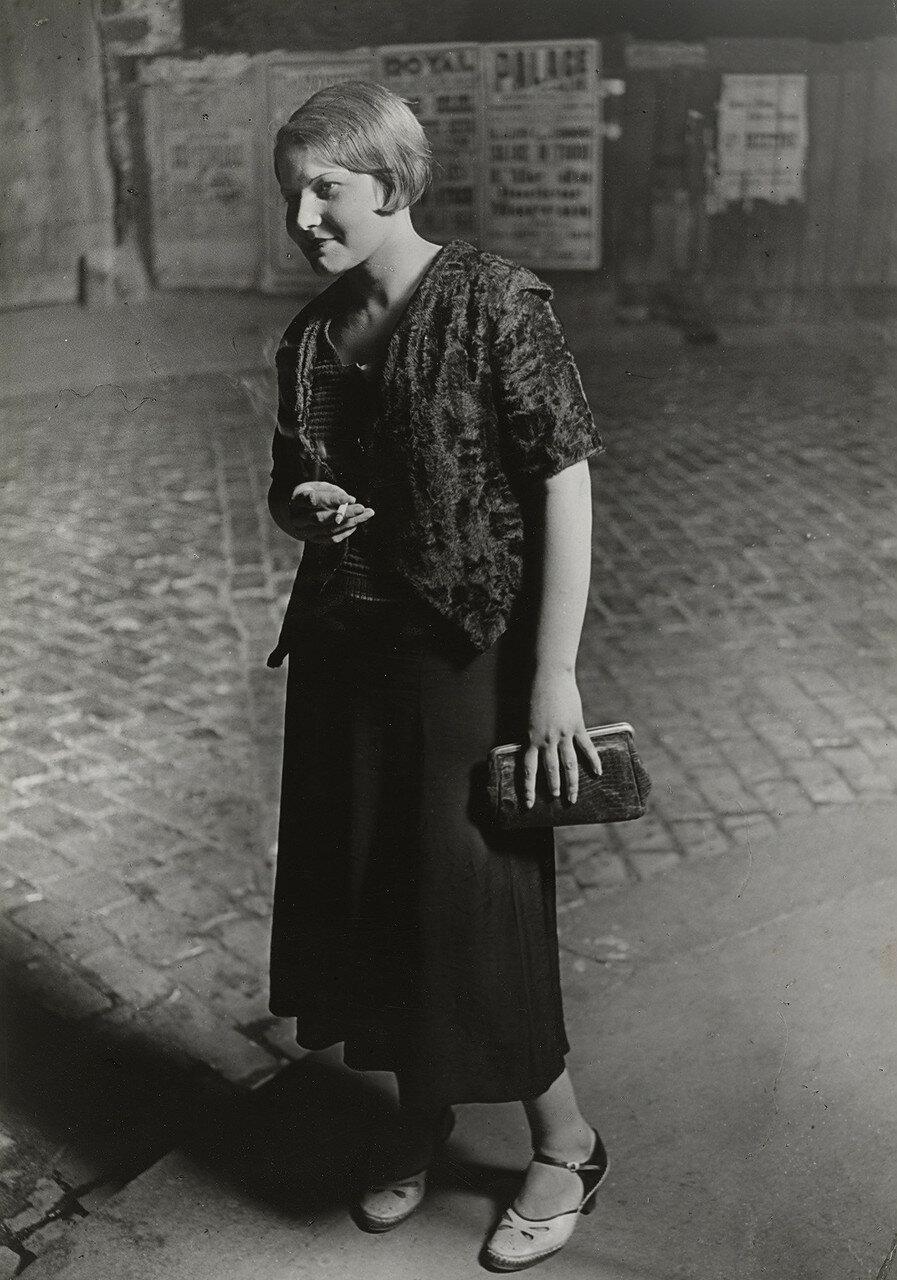 1932. Начинающая проститутка