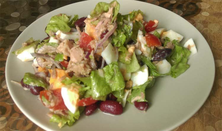 Салат из консервированного тунца по-провански