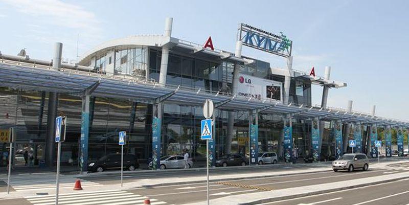 Житель  РФвкиевском аэропорту оскорблял таможенников  ивыражал поддержку террористам
