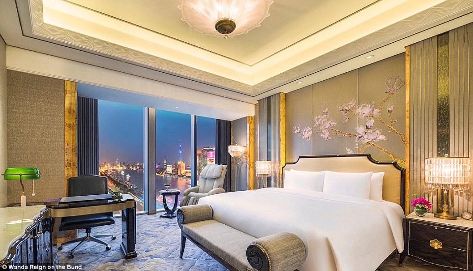Самый лучший номер — президентский сьют (Chairman Suite) на 20-м этаже площадью 288 квадратных метро