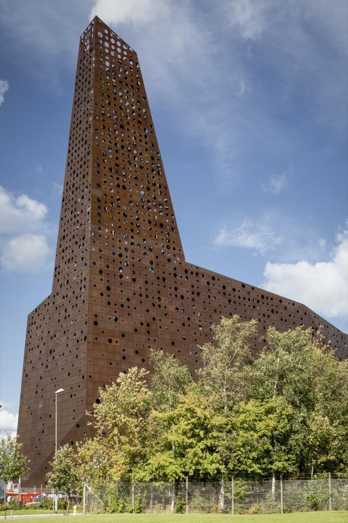 Дания. Роскилле, Зеландия. Мусоросжигательный завод, спроектированный Erick van Egeraat. (Tim Va