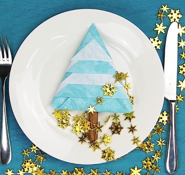 © AdMe.ru / Бери и делай  Для создания новогоднего настроения вовремя праздничного ужина можн