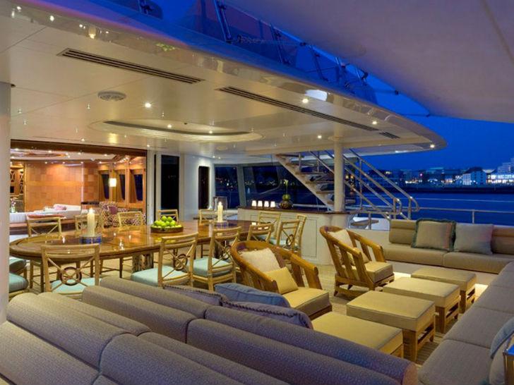 Яхта «Леди Шэридан» Пункт прибытия: Карибские острова. Цена за неделю: 399 тысяч долларов. На яхте н