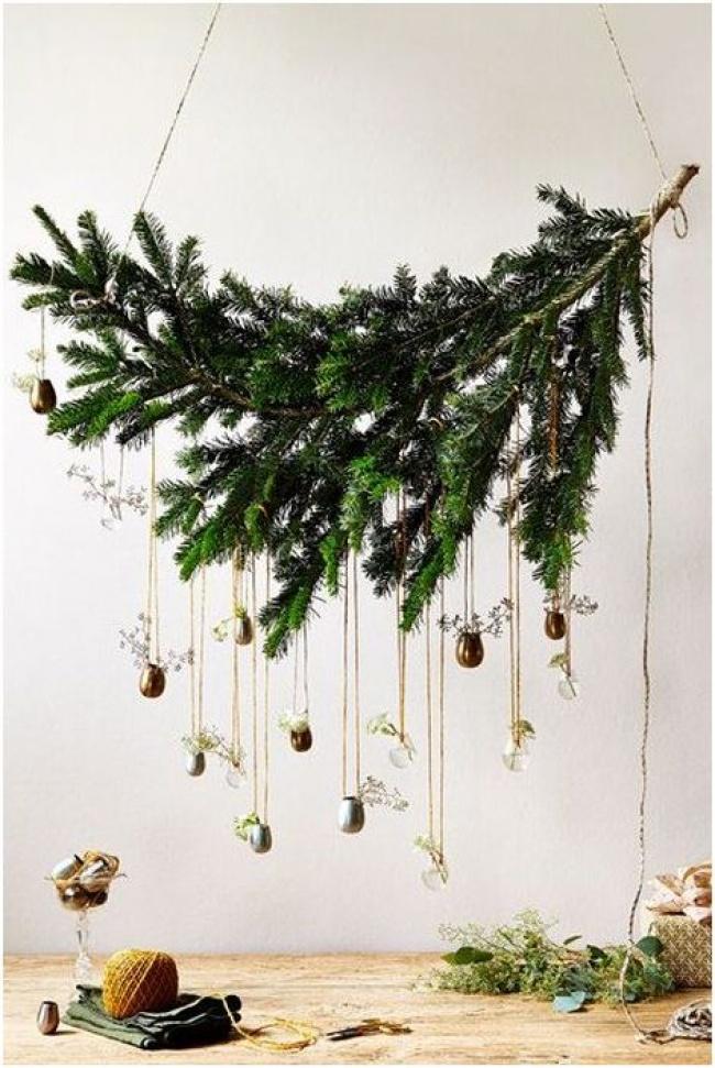 © domcvetnik  Если традиционная елка вам наскучила, выможете выбрать для ееразмещения другое