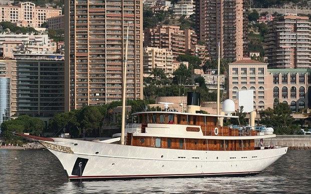 18 миллионов долларов было потрачено на эту шикарную 47-метровую яхту, плюс еще 6 на ее же модерниза