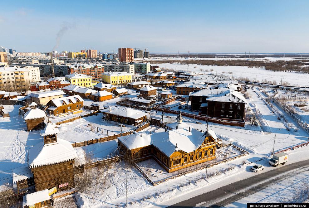 21. Монумент в честь основания Якутска и 375-летия вхождения Якутии в состав Российского госуда