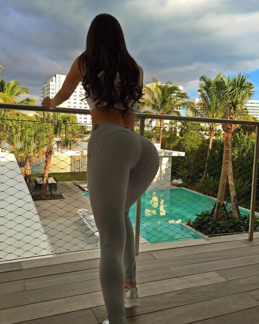 babe-in-yoga-pants-bikini-pics