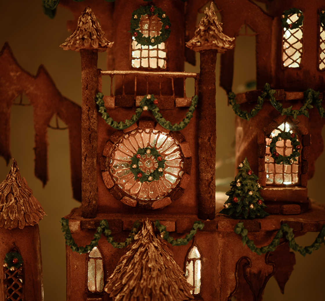 She creates an incredible 1,50-meter-tall gingerbread castle