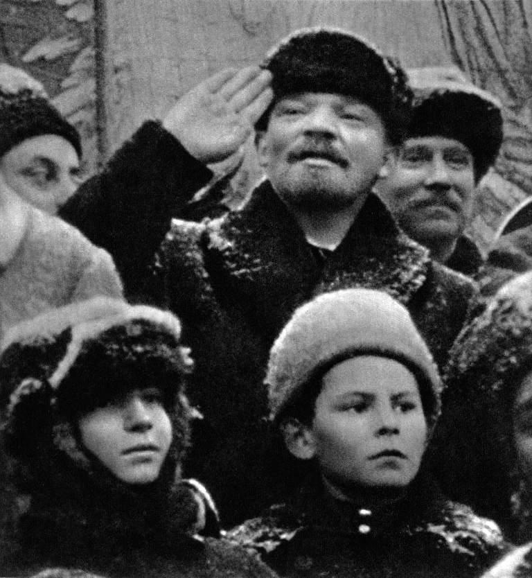 В.И.Ленин на Кр. пл. во время празд. II-й год. Октяб. соц. рев.. Москва, 7.11.19.jpg