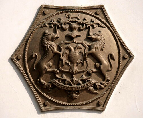герб Княжества Майсур в Национальном музее железных дорог, Нью-Дели
