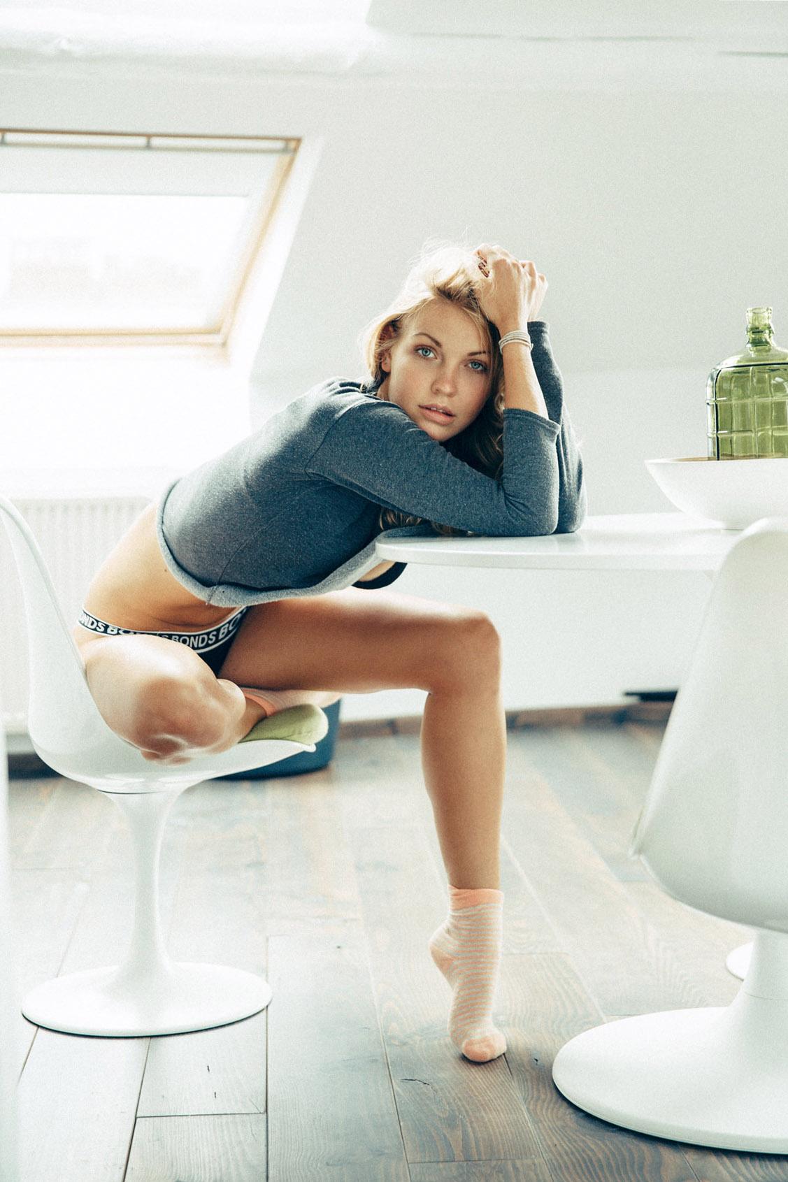 Красивая девушка в носках - модель София Луна-Лиза / Sophia Luna-Lisa by Joerg Billwitz - Socks!